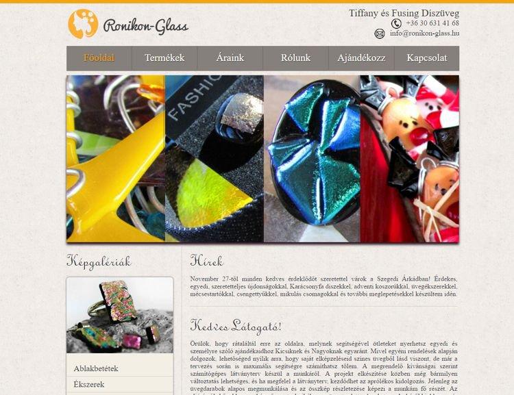 Egyedi üveg ékszereket készítő vállalkozás bemutatkozó weboldala. A szolgáltató számos kézműves eseményen aktívan részt vesz a mai napig. A portál saját, szerkeszthető képgalériával, termékkatalógssal, hírek és árajánlat menüponttal, valamint kapcsolatfelvételi lehetőséggel rendelkezett.